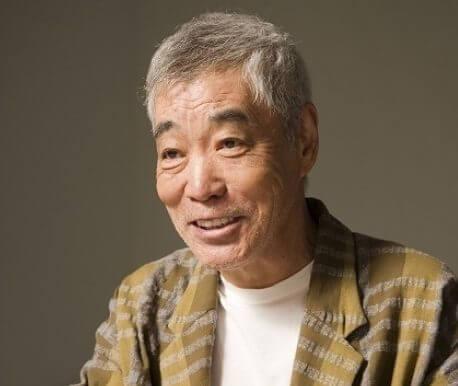 江口のり子は、上京後柄本明率いる劇団「東京乾電池」に所属していました。