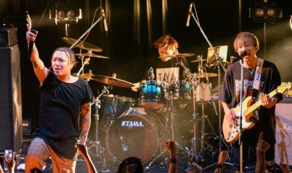 KENJI03がメンバーのバンド「BACK-ON」