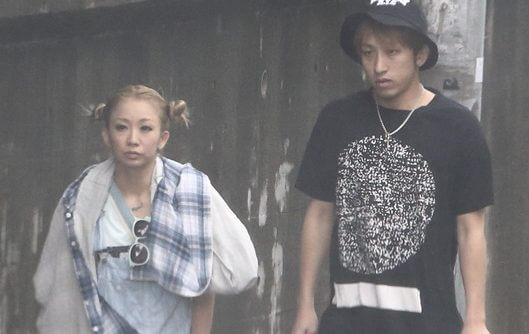 倖田來未とKENJI03の2ショット画像