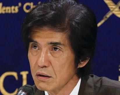 記者会見の佐藤浩市。痩せすぎと心配の声