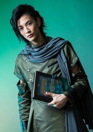渡邊圭祐は「仮面ライダージオウ」のウォズ役でドラマ初出演