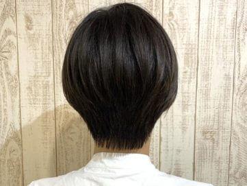 北川景子のショートヘアーの後ろはきれいなひし形のシルエット