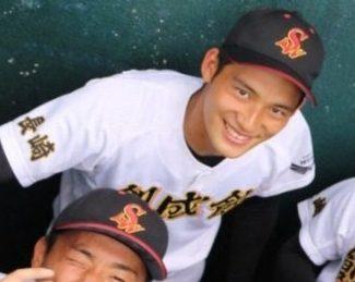 岡田健史の高校ではイケメン野球部員として注目!