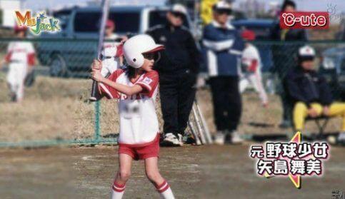 腹筋バキバキなのは生い立ち?少年野球チームに所属