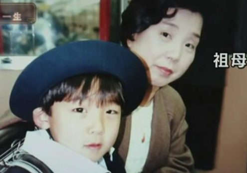 高橋は習い事で児童劇団に!祖母との画像