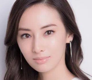 滝藤賢一の嫁は北川景子似の美人!